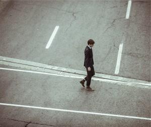 alejandroescamilla-dude-walkin